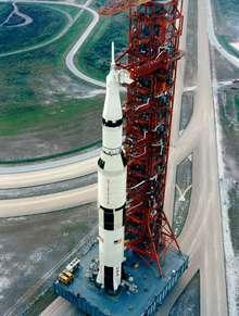 Сатурн 5 на стартовой площадке